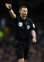 UEFA Akan Lindungi Michael Oliver