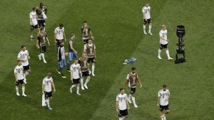 Pemain dari Tim Jerman kelihatan kecewa karena dikalahkan 0-1 dari Tim Meksiko di laga piala dunia 2018 pada babak penyisihan Group F