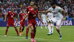 Diego Costa, striker Timnas Spanyol, yang sedang berusaha mengontrol bola saat melawan Team Iran dipiala dunia 2018