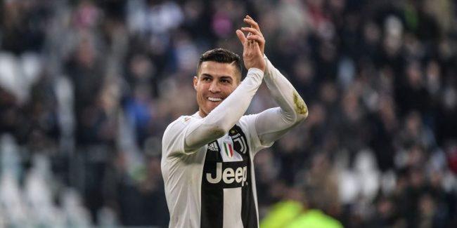 Ramon Alderon selaku mantan presiden Real Madrid menyatakan bahwa kepergian Ronaldo ke Juventus adalah terkait dengan masalah gaji dan Neymar.