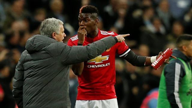 Paul Pogba dibela oleh Ferdinand