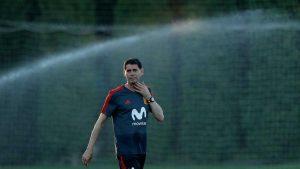 pelatih baru Timnas spanyol, memimpin latihan dikrasnodar rusia, pada hari rabu (13/6/2018) yang bernama Fernando Hierro
