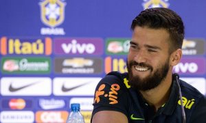 Penjaga Gawang AS Roma Alisson Becker