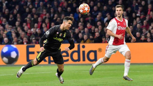 Bintang Pesepakbola, Cristiano Ronaldo berhasil mencetak gol untuk Juventus saat bertandang ke markas Ajax Amsterdam